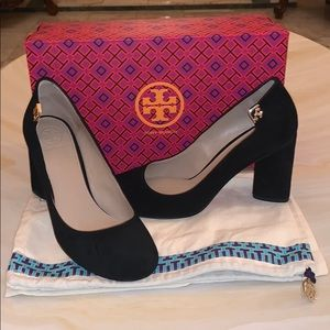 MAKE AN OFFER Authentic Tory Burch BlackSuedePumps